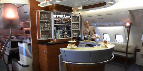 Emirates_business_class_bar_A380