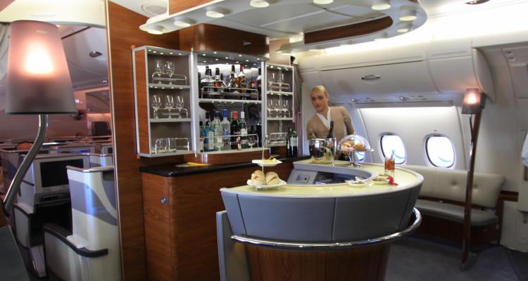 Emirates_business_class_bar_A380