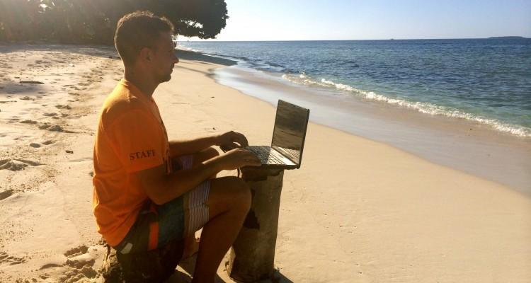 Telefonare e navigare dalle Maldive